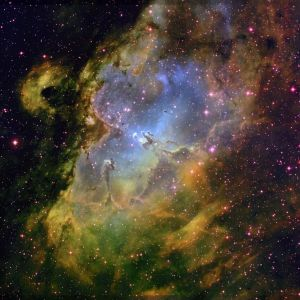 Hubble-eagle-nebula-wide-field-04086y